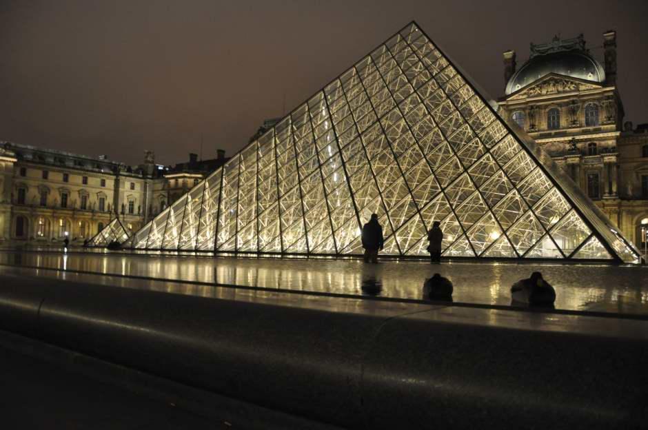 Paris de Noche by WOMANWORD