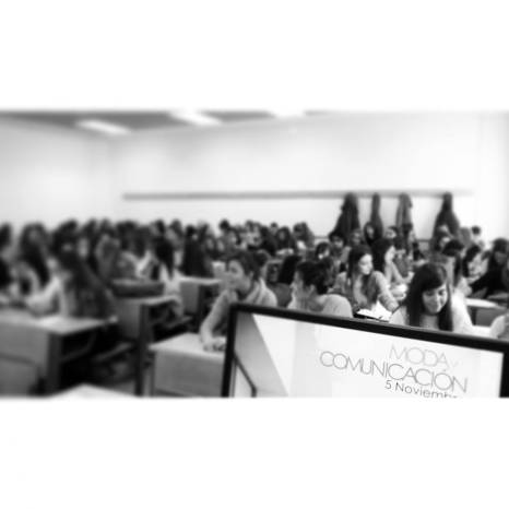 Muy contenta tras el éxito total en el seminario de la#urjc #modaUNION @unioncampus Hoy he dado una charla sobre quién soy y cómo he llegado a serlo. Todo un honor. #WOMANWORD #periodismo#comunicacion Sois lo más alumnos de la #urjc gracias por vuestras bonitas palabras y vuestro apoyo