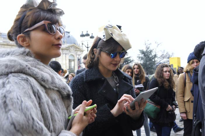 Chanel Street Style en Grand Palais París by WOMANWORD
