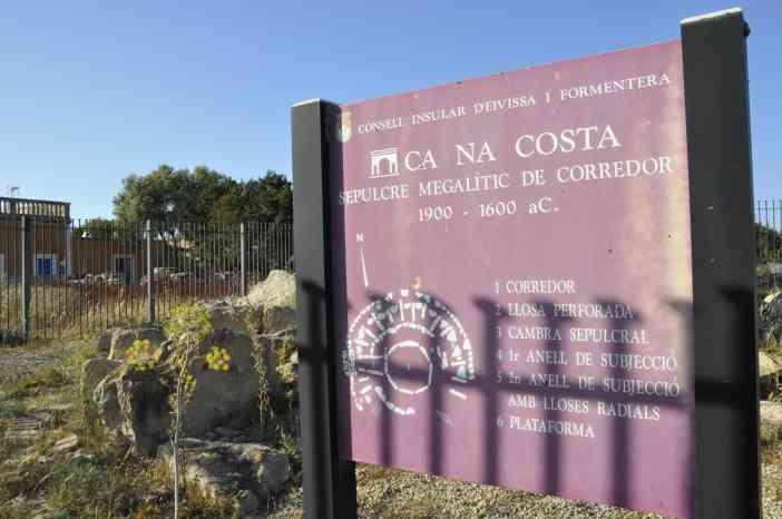 Sepulcro Megalítico de Ca Na Costa Formentera by © Rocío Pastor Eugenio ® WOMANWORD
