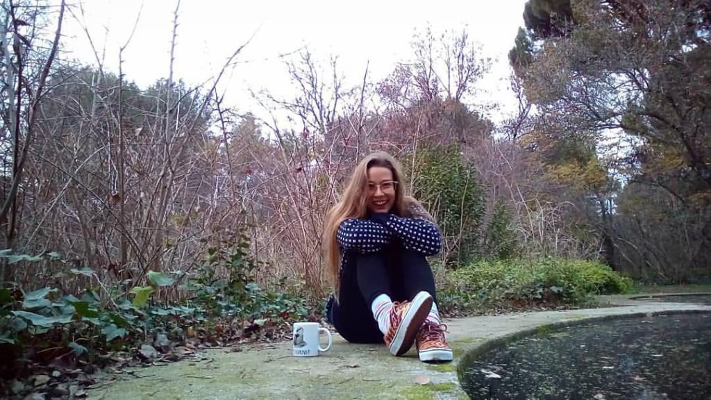 Entre paseo y paseo, me siento y me hago un autorretrato by WOMANWORD