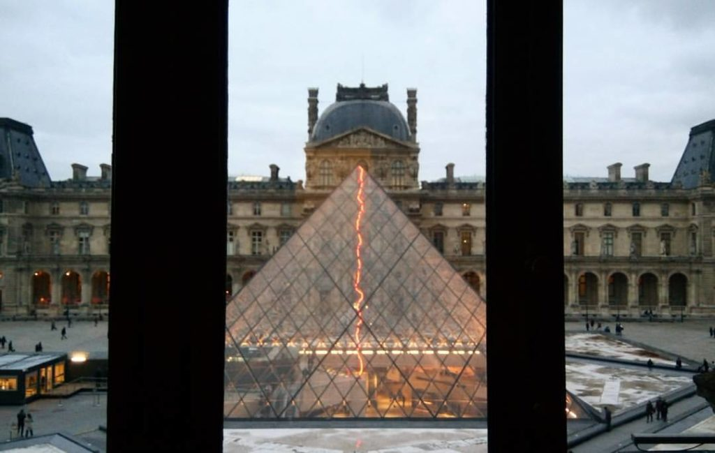 El Louvre by WOMANWORD