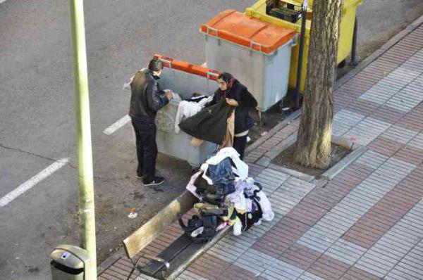 Ropa en la basura by Rocío Pastor Eugenio  WOMANWORD