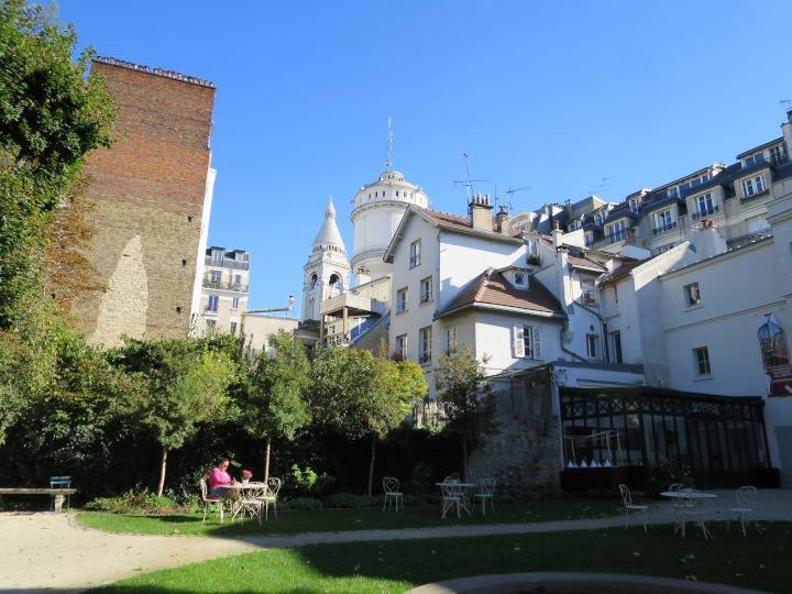 Montmartre. WOMANWORD in Paris